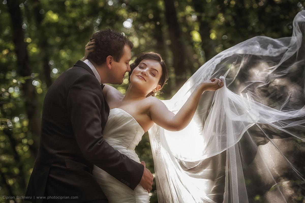 Brautpaar After Wedding Shooting mit Brautkleid und Schleier