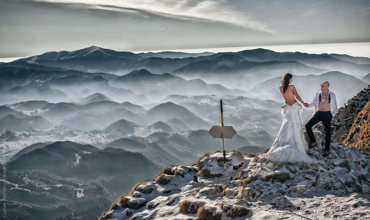 Brautpaar Fotos - Trash the Dress in Alpen, sehr kalt auch für den Hochzeitsfotograf
