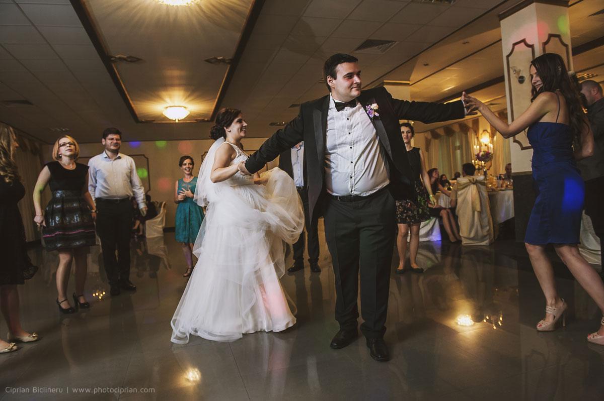 Hochzeitsfotografie-Brautpaar-Feier-02