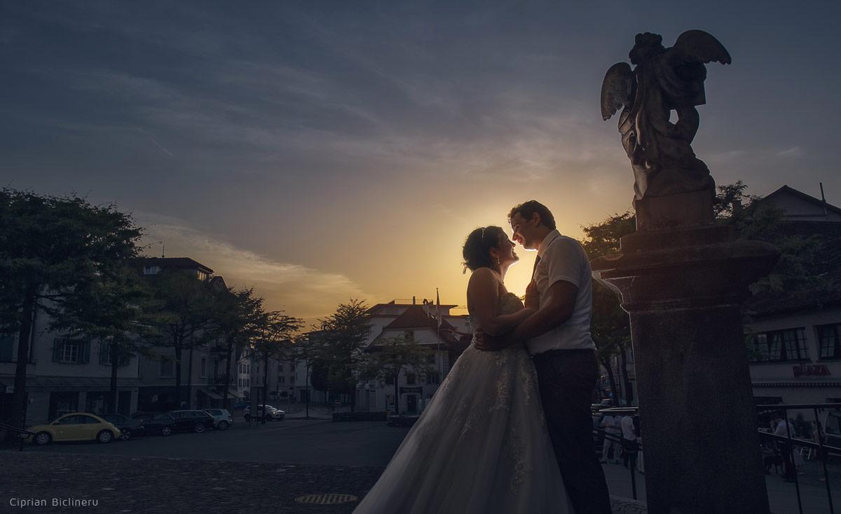 Luzern Sonnenuntergang mit wunderschöne Brautpaar neben ein Stein Engel