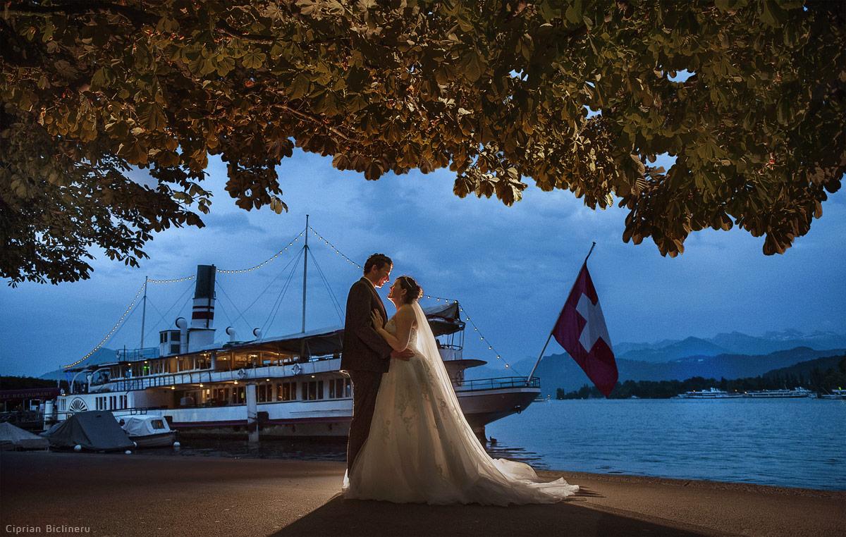 Luzern Hochzeitsfotos voer den Schiffrestaurant Wilhelm Tell vor den Vierwaldstättersee Seeufer