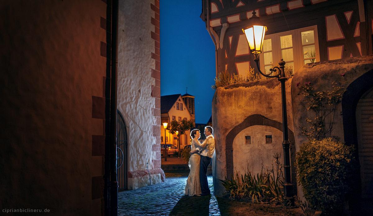 Brautpaarshooting in Hanau bei Nacht in dem Altstadt