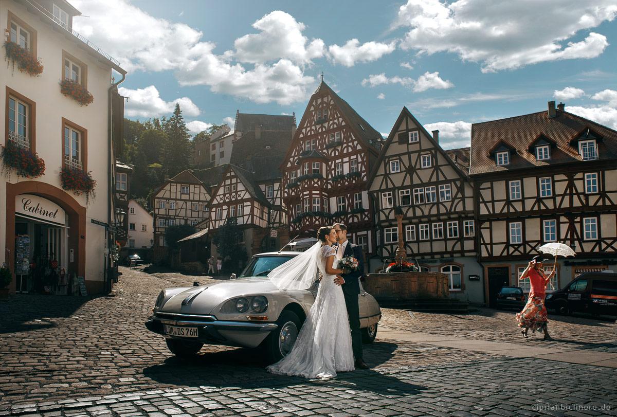 Brautpaarshooting mir Oldtime Citroen DS in Miltenberg