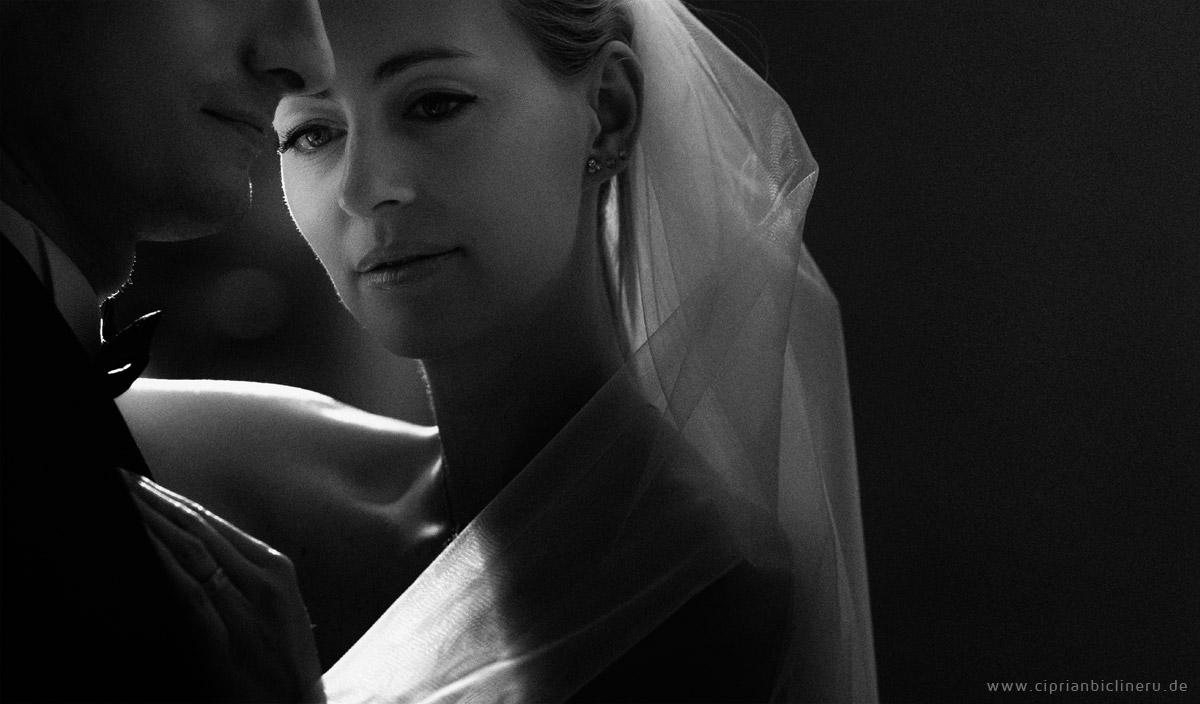 Brautpaar schwarz und weiss fotografie