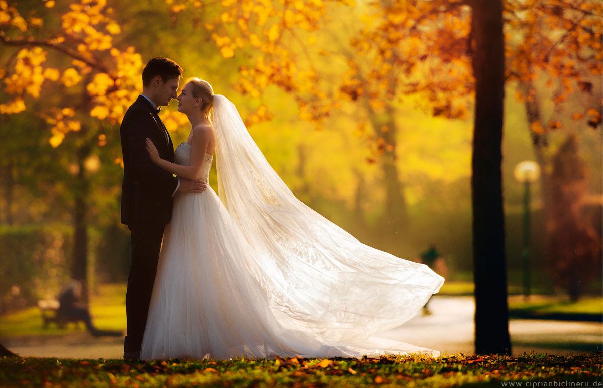 Brautpaar After Wedding Shooting im wünderdschönen Licht im Herbst