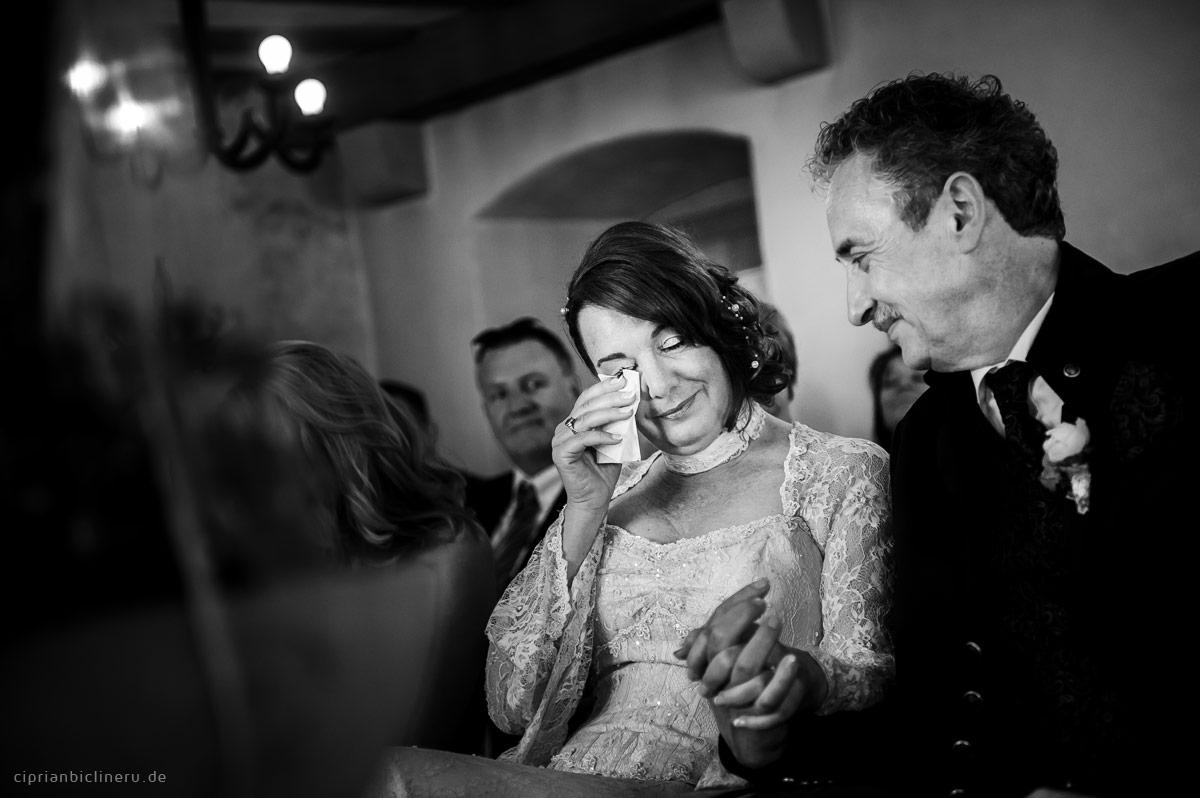 emotionale Hochzeitsreportage in Hessen in einem Schwarz und Weiss Fotografie