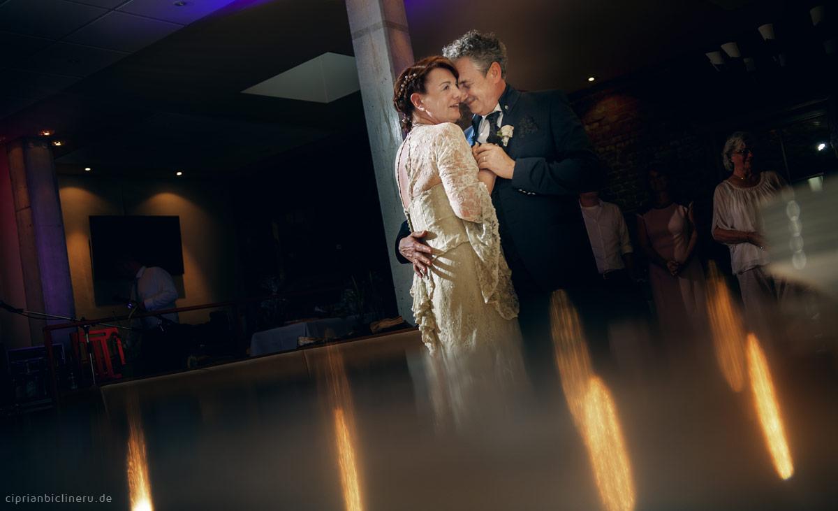 Brautpaar Esrten Tanz
