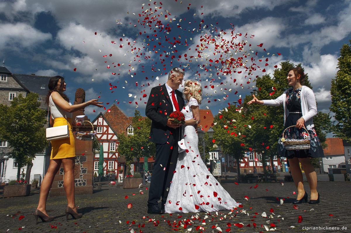 Braut Jungfer mit Rosen in Amoeneburg