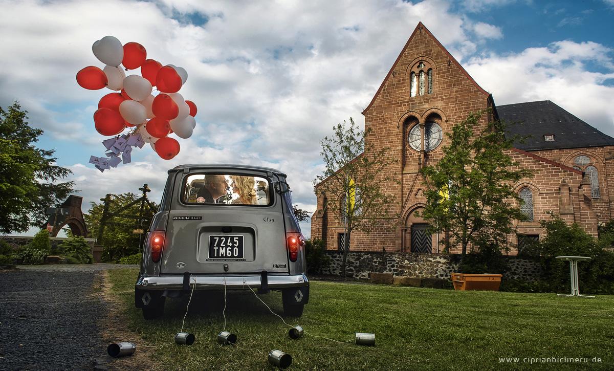 Hochzeit Amoeneburg in einem wunderschönen Renault 19 Oldltimer