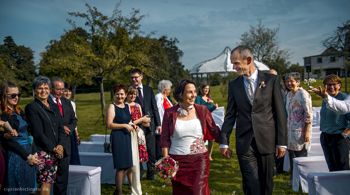 Glückliches Brautpaar nach den Freie Trauung in Dresden
