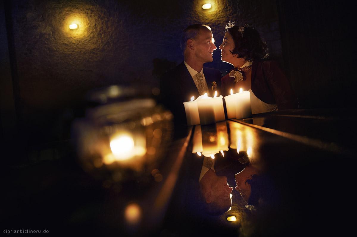 Brautpaarshoting in der Nacht mit Kerze