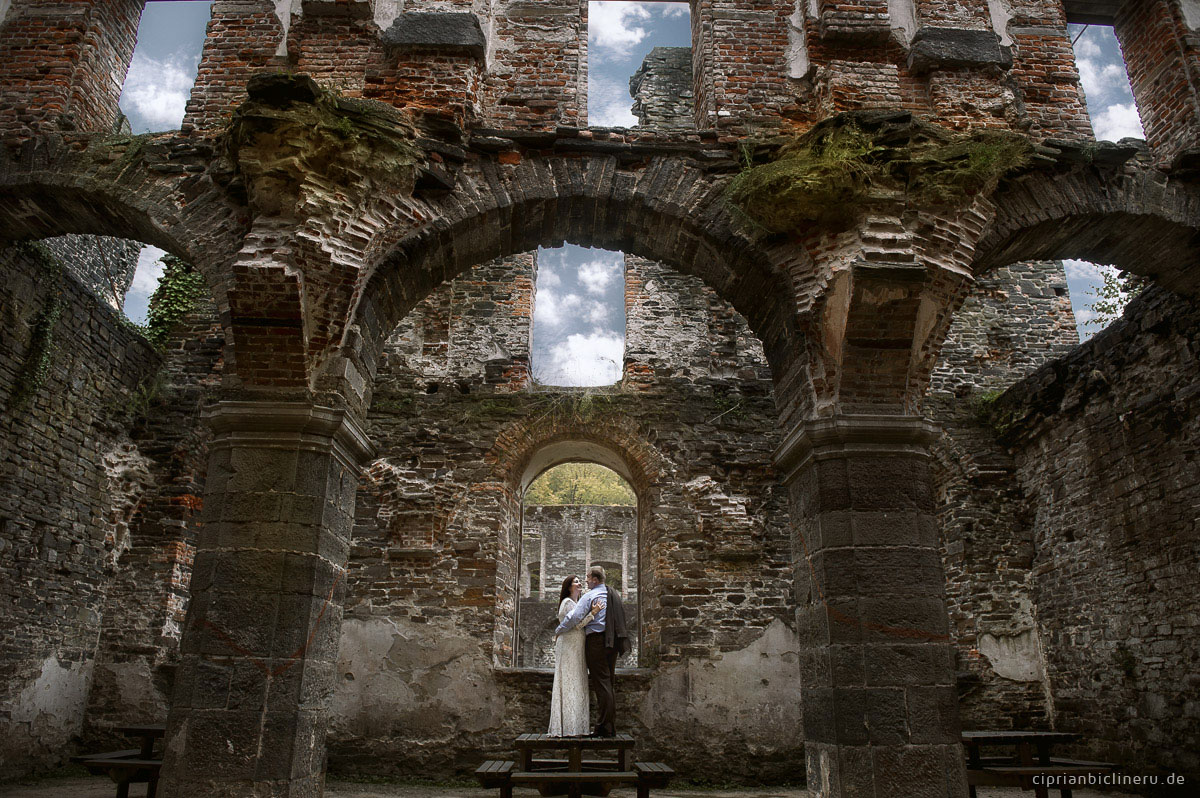 After wedding shooting in Belgien in Villers Abbey