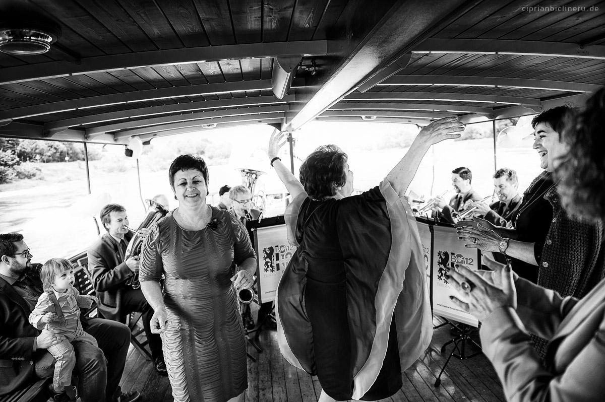 Heiraten auf einem historischen Raddampfer in Dresden - Sektempfang