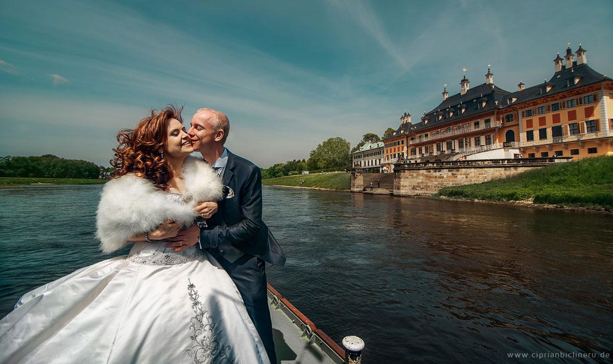 Brautpaarshooting auf einem historischen Raddampfer in Dresden