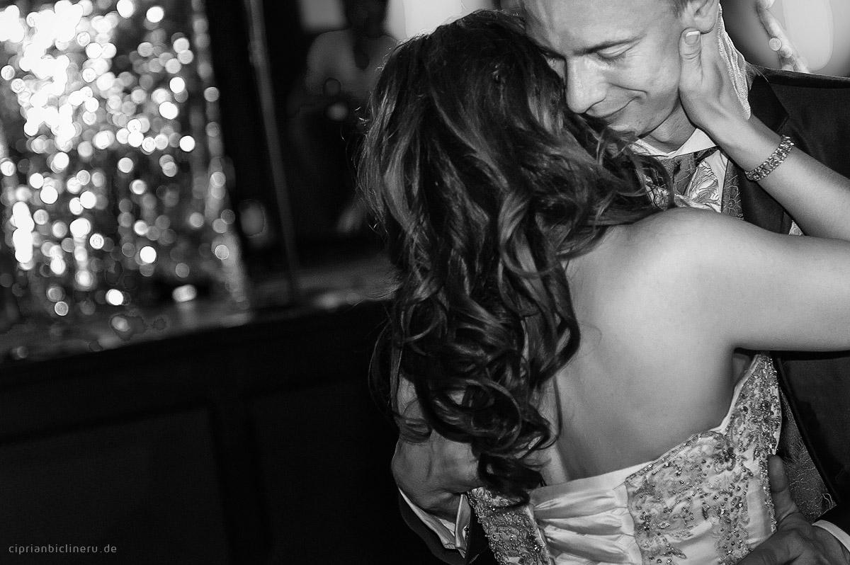 Braut und Bräutigam zusammen Tanzen in Dresden Ballhaus Watzke