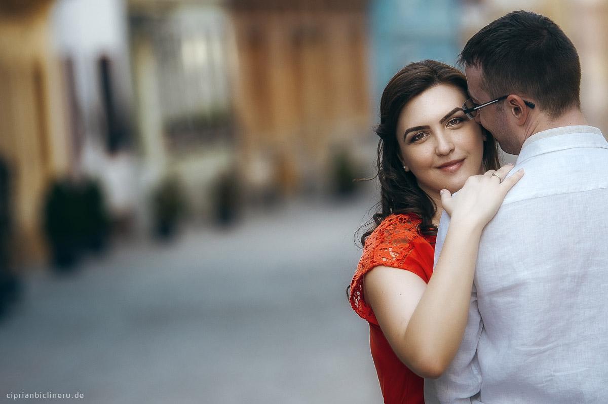 Verlobungs Foto Shooting in der mittelalterlichen Stadt