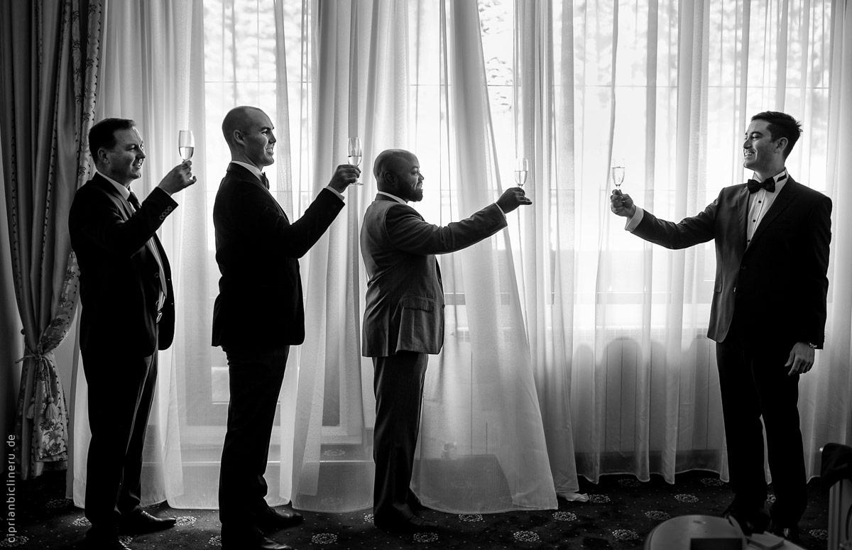 Erstaunliche Exklusive Destination Hochzeit in Italien: Bräutigam Vorbereitung