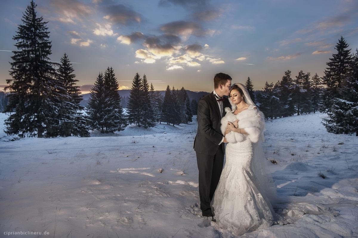 Erstaunliche Brautpaarshooting in Schnee in einem Luxus Destination Hochzeit