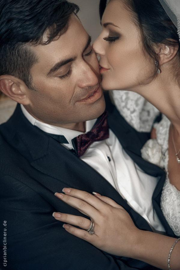 Erstaunliche Luxus-Destination Hochzeit in Europa : Brautpaarshooting