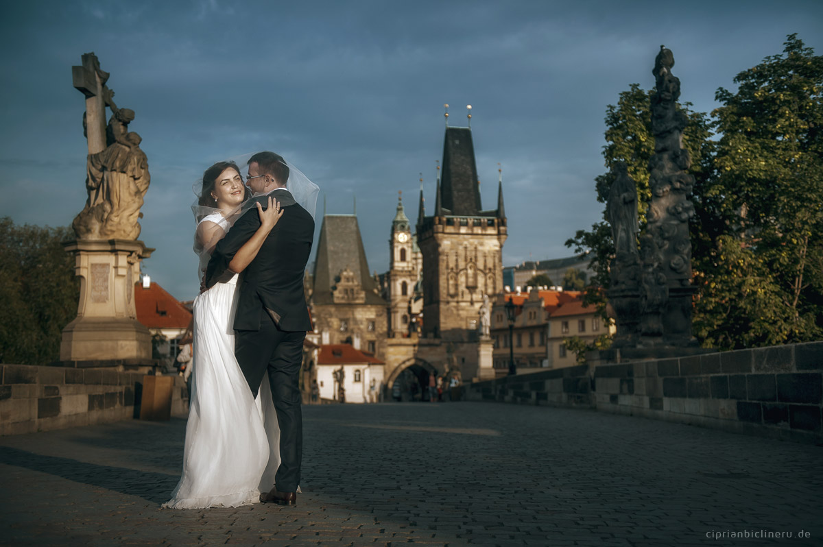 Trash the Dress in Prague on Charles Bridge 02