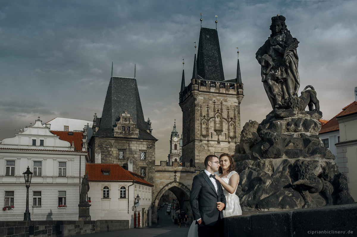 Trash the Dress in Prague on Charles Bridge