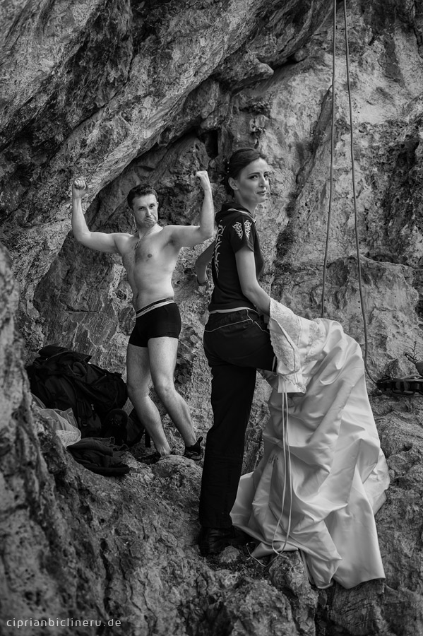 Verrückte trash the dress in den Alpen 02