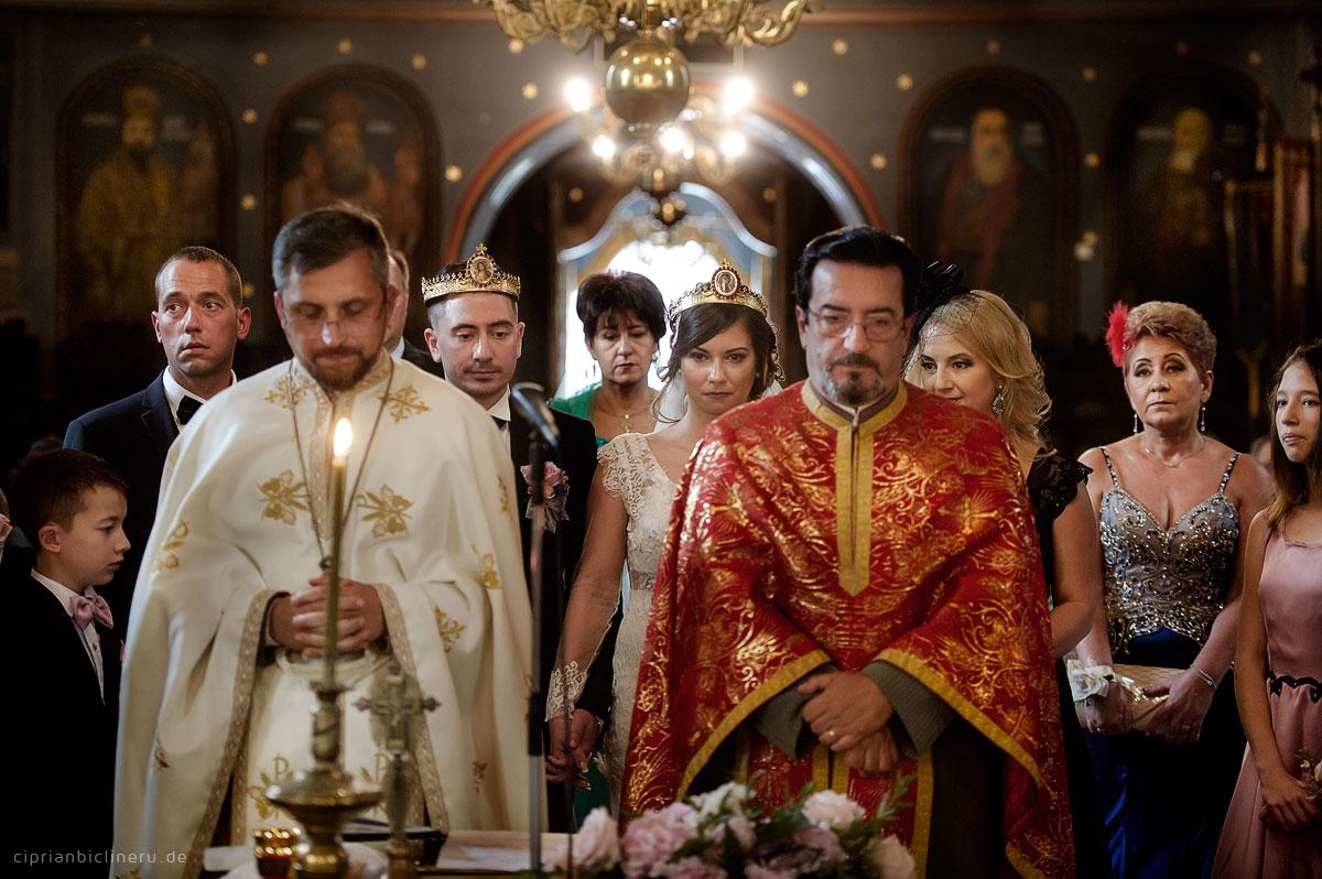 luxurioese-orthodoxe-hochzeit-in-einer-mittelalterlichen-stadt-10
