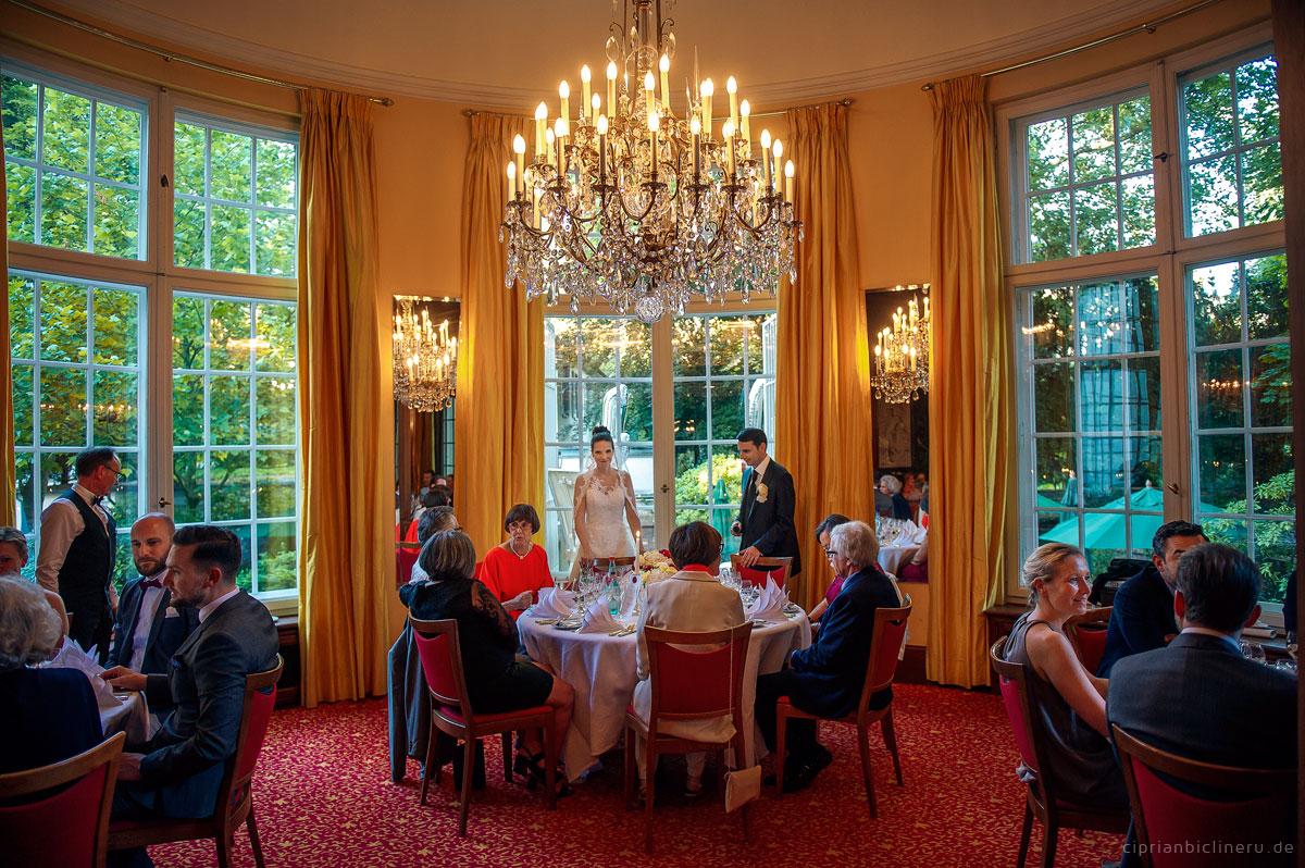 vertraute-hochzeit-in-der-luxurioese-villa-bonn-26