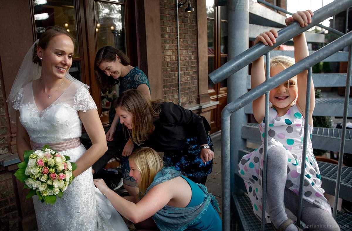 Hochzeit in Brühl und Brautpaarshooting auf Schloss Augustusburg und Feier im Kaiserbahnhof 26