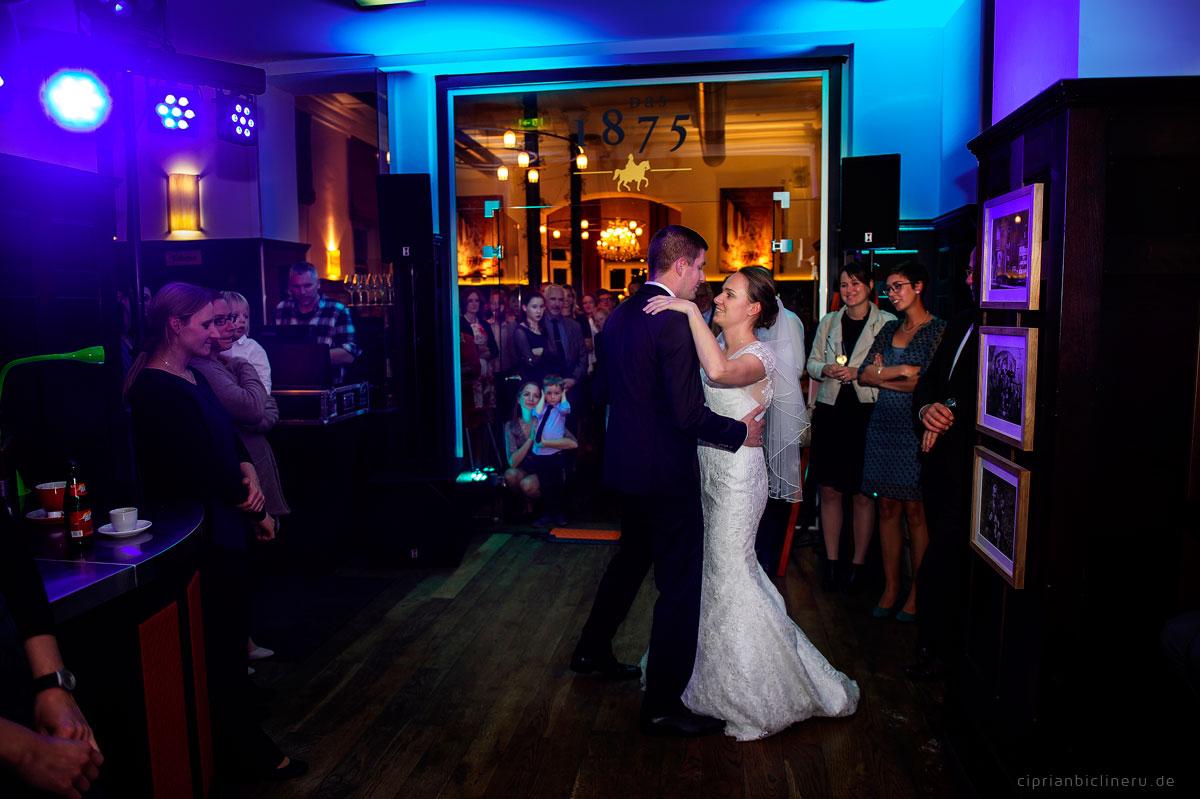 Hochzeit in Brühl mit Brautpaarshooting auf Schloss Augustusburg und Feier im Kaiserbahnhof 30