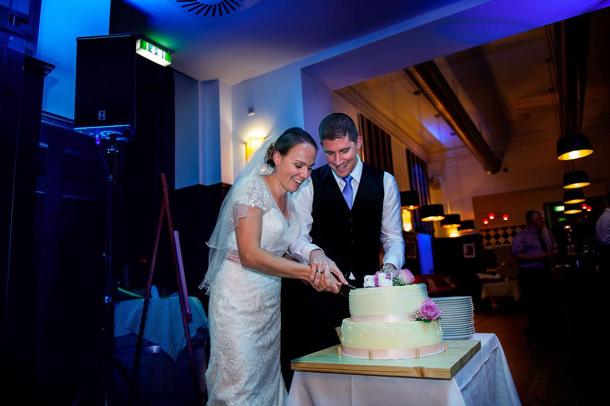 Hochzeit in Brühl mit Brautpaarshooting auf Schloss Augustusburg und Feier im Kaiserbahnhof 31