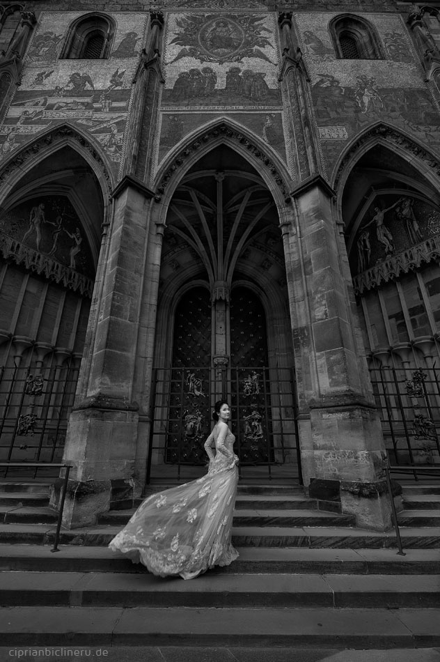 Pre wedding in Prague in a rainy November day 10
