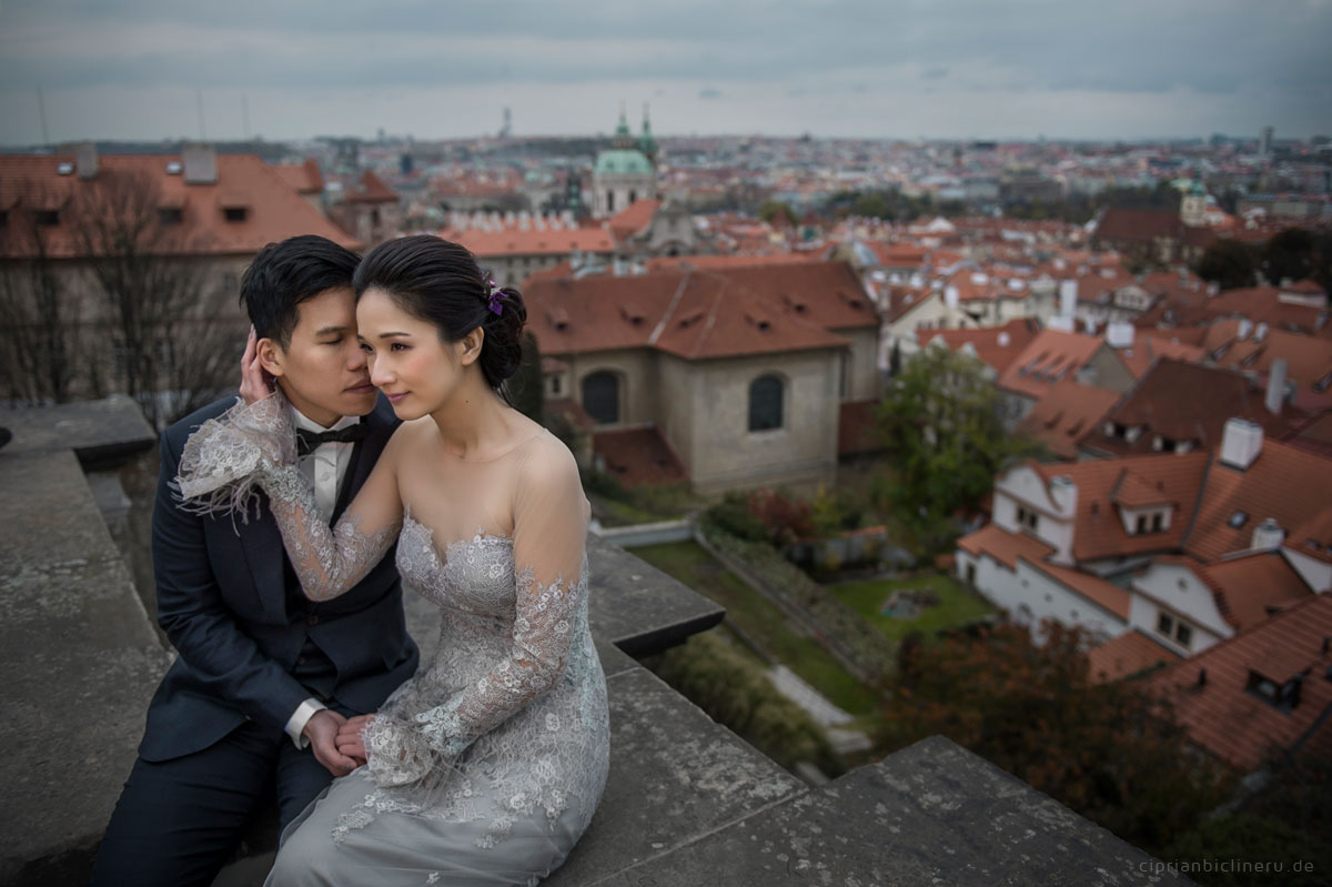 Pre wedding in Prague in a rainy November day 12