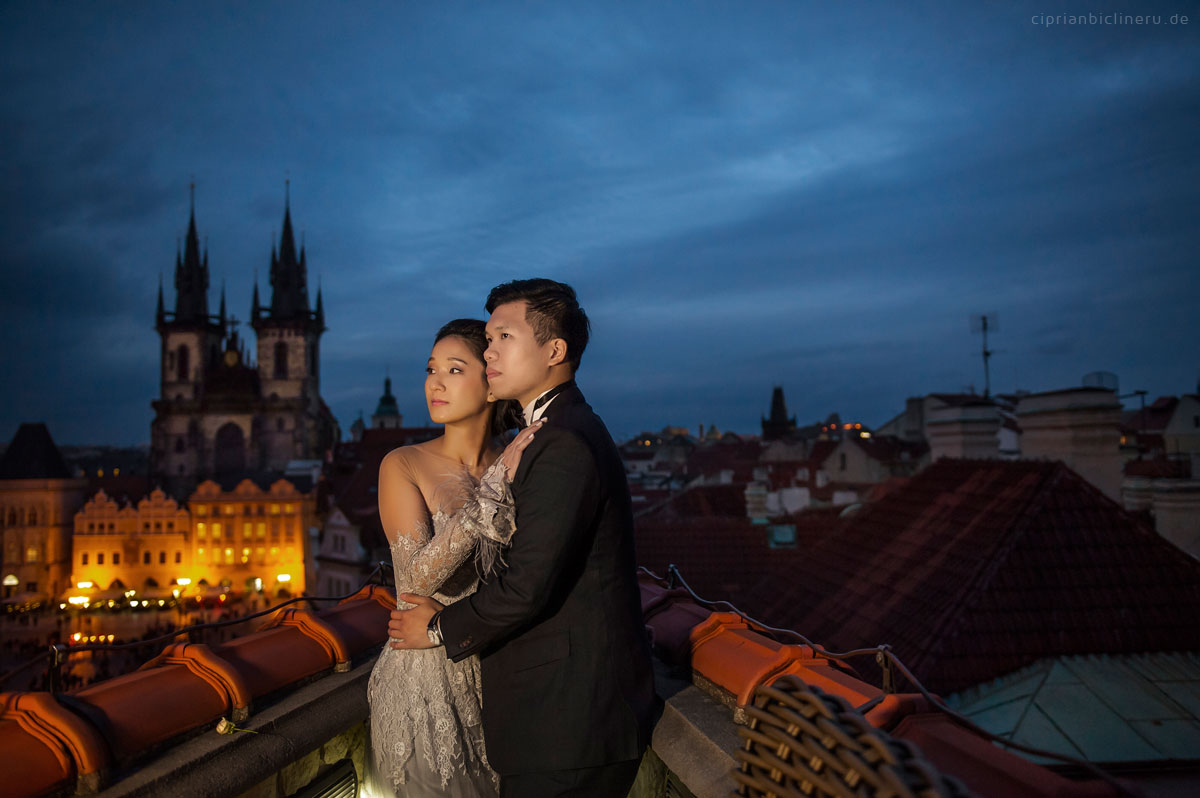 Pre wedding in Prague in a rainy November day 13