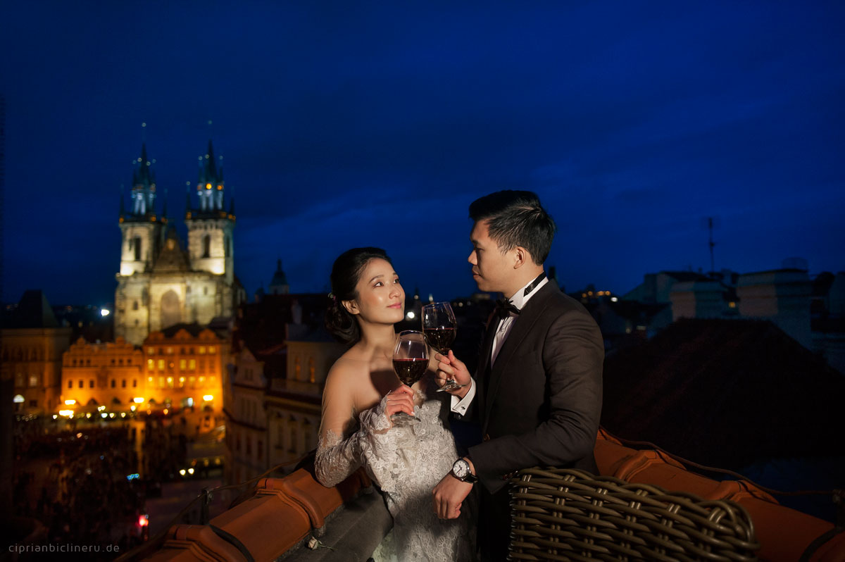 Pre wedding in Prague in a rainy November day 14