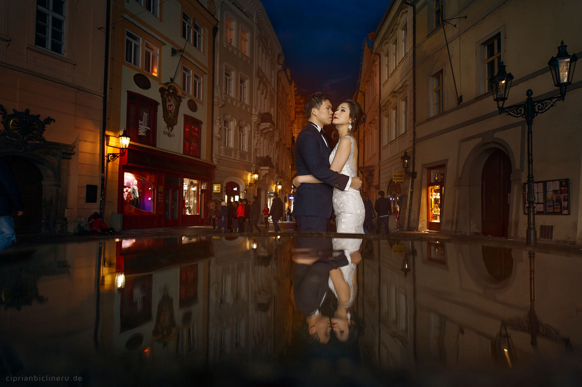 Pre wedding in Prague in a rainy November day 16