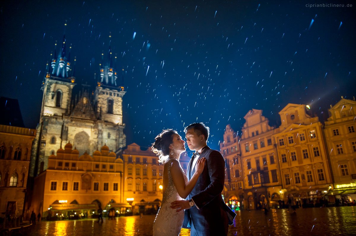 Pre wedding in Prague in a rainy November day 20
