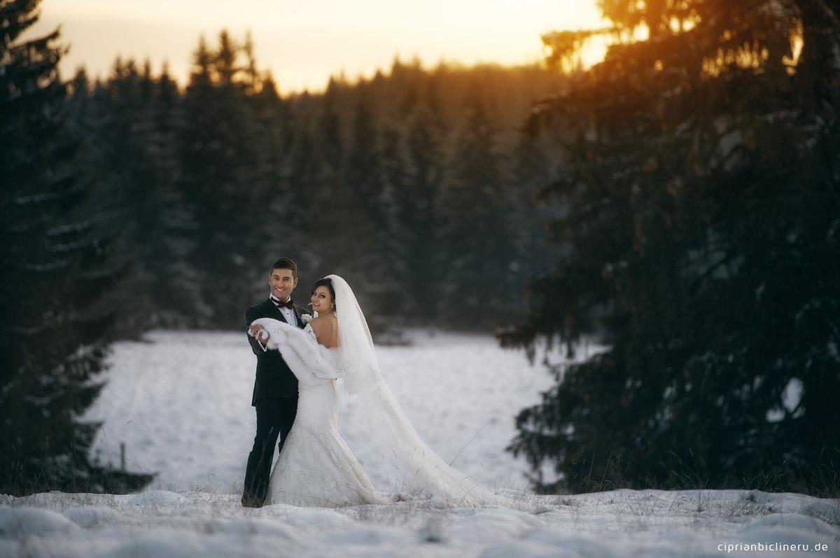 Brautpaarshooting im Winter in der Schenn in einen eiskalten Tag von Hochzeitsfotograf Frankfurt