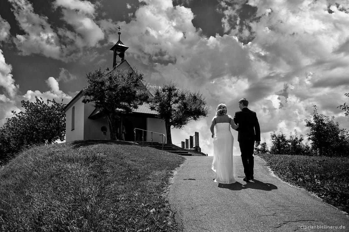 Hochzeitsfoto vor der kirchliche Trauung