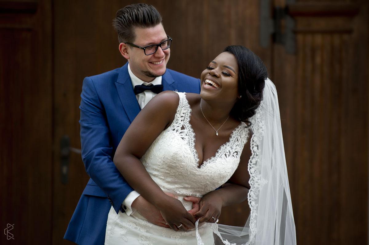 Afrikanische Braut und deutscher Bräutigam