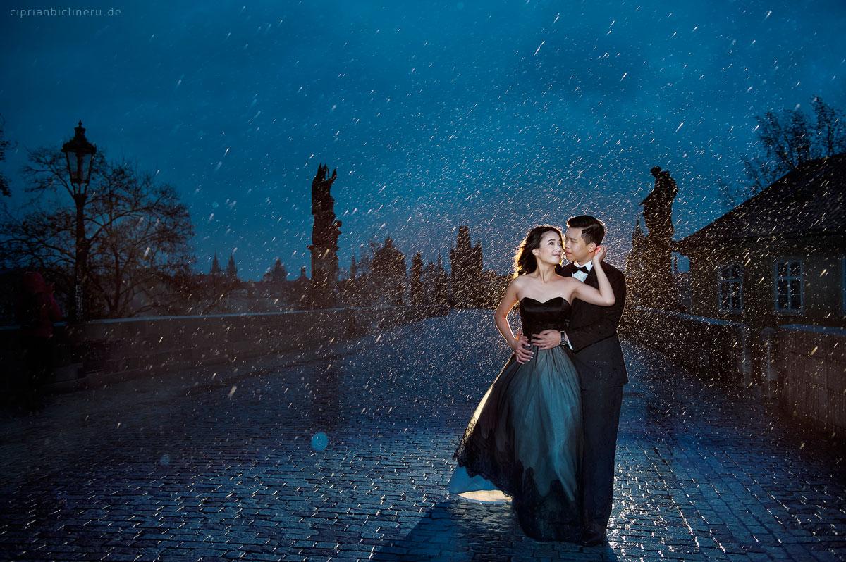 Verlobungsshooting im Prag im Regen