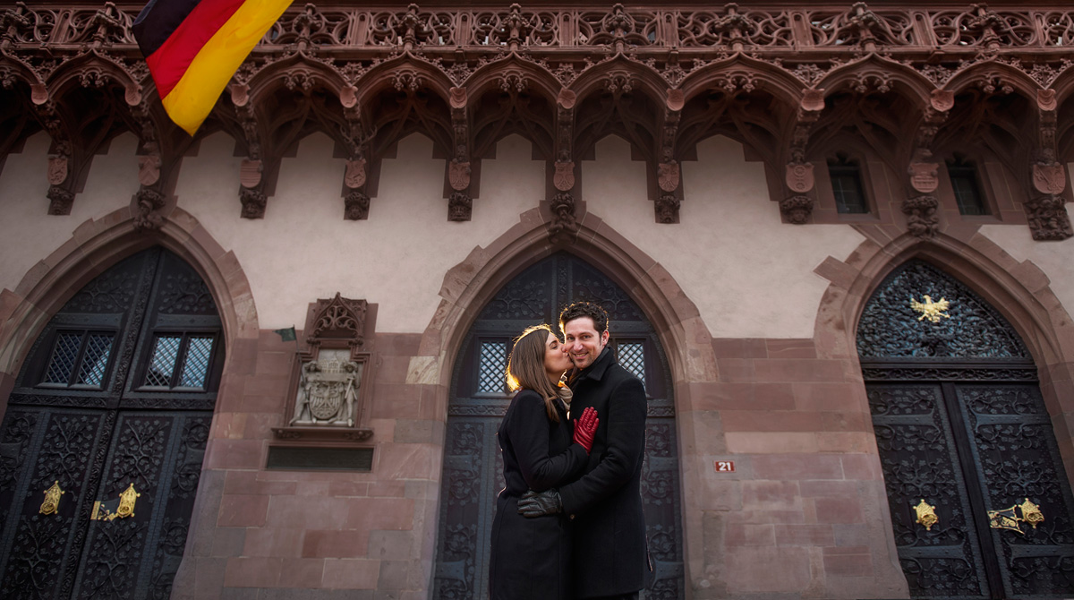 engagement photography in Römer Frankfurt