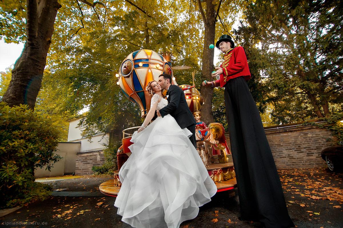 Zirkus Paar Fotoshooting am Hochzeitstag