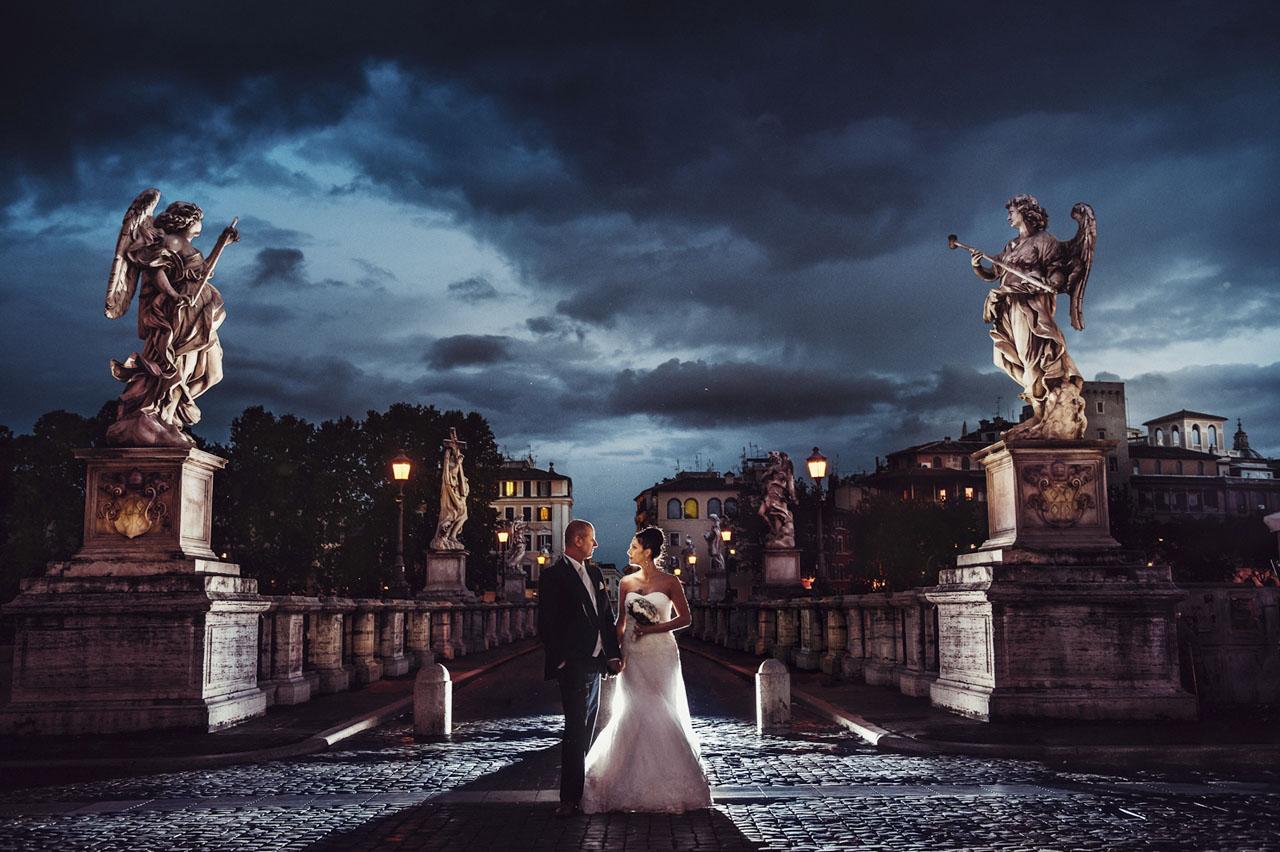 Brautpaar im Rom in der Nacht