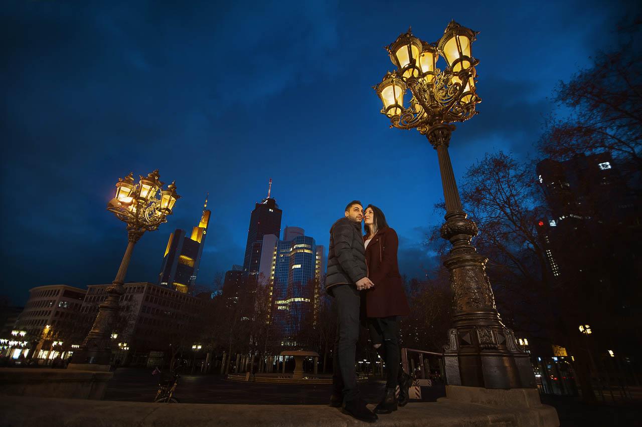 Verlobungsshooting im Frankfurt - Alte Oper