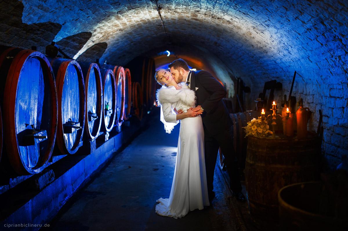 Brautpaarshhoting in einem Weinkeller
