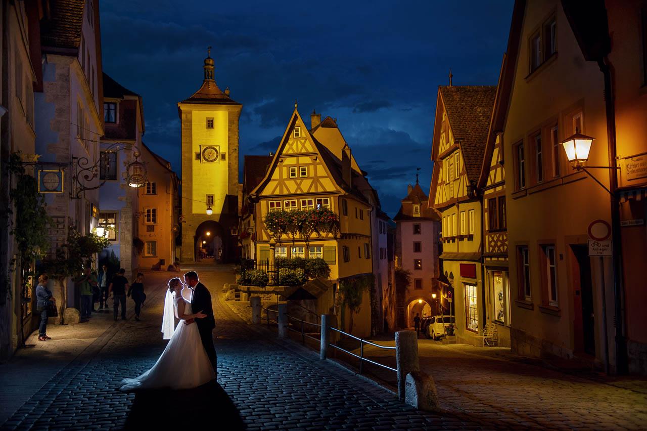 Brautpaarshooting am Abend um Blaue Stunde