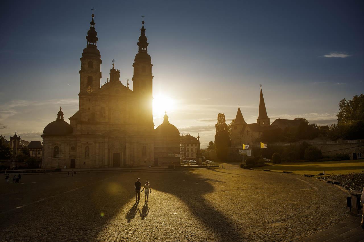 Brautpaarshooting nach der Standesamt bei Fuldaer Dom im Sonnenuntergang