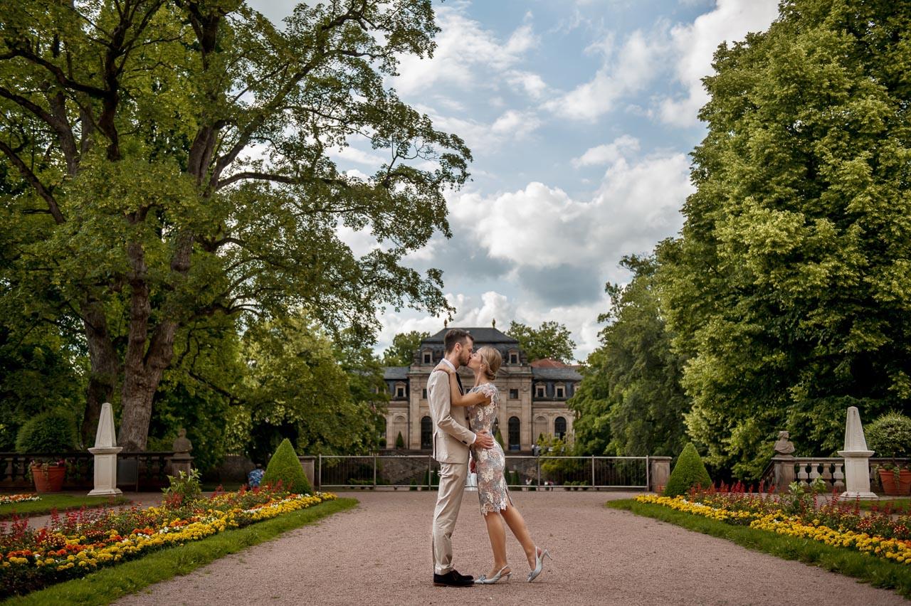 Paar Foto Shooting im Schlossgarten Fulda nach der Standesamtliche Trauung