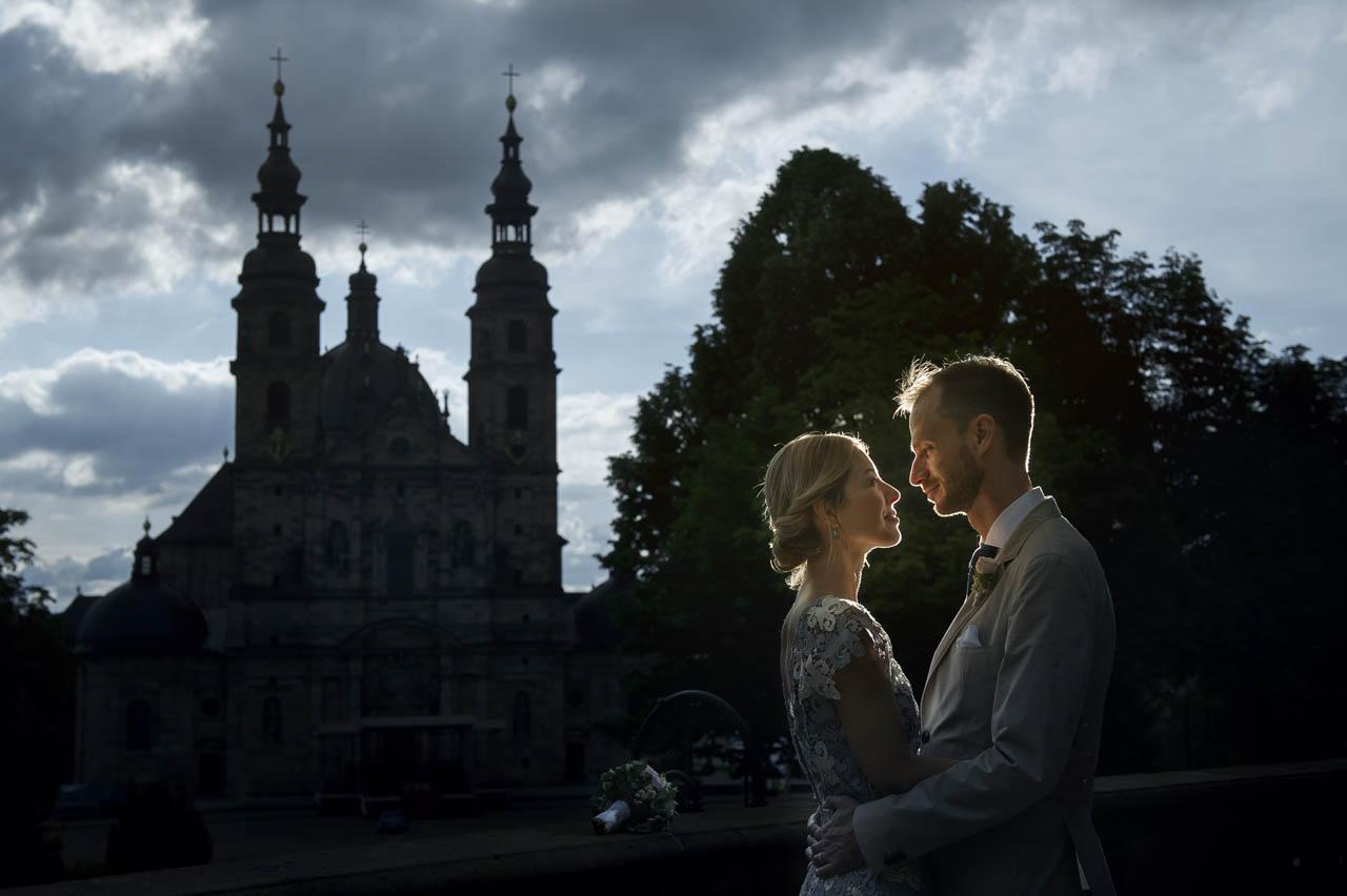 Brautpaarshooting nach der Standesamt im Schlossgarten Fulda mit FuldaerDom in Hintergrund